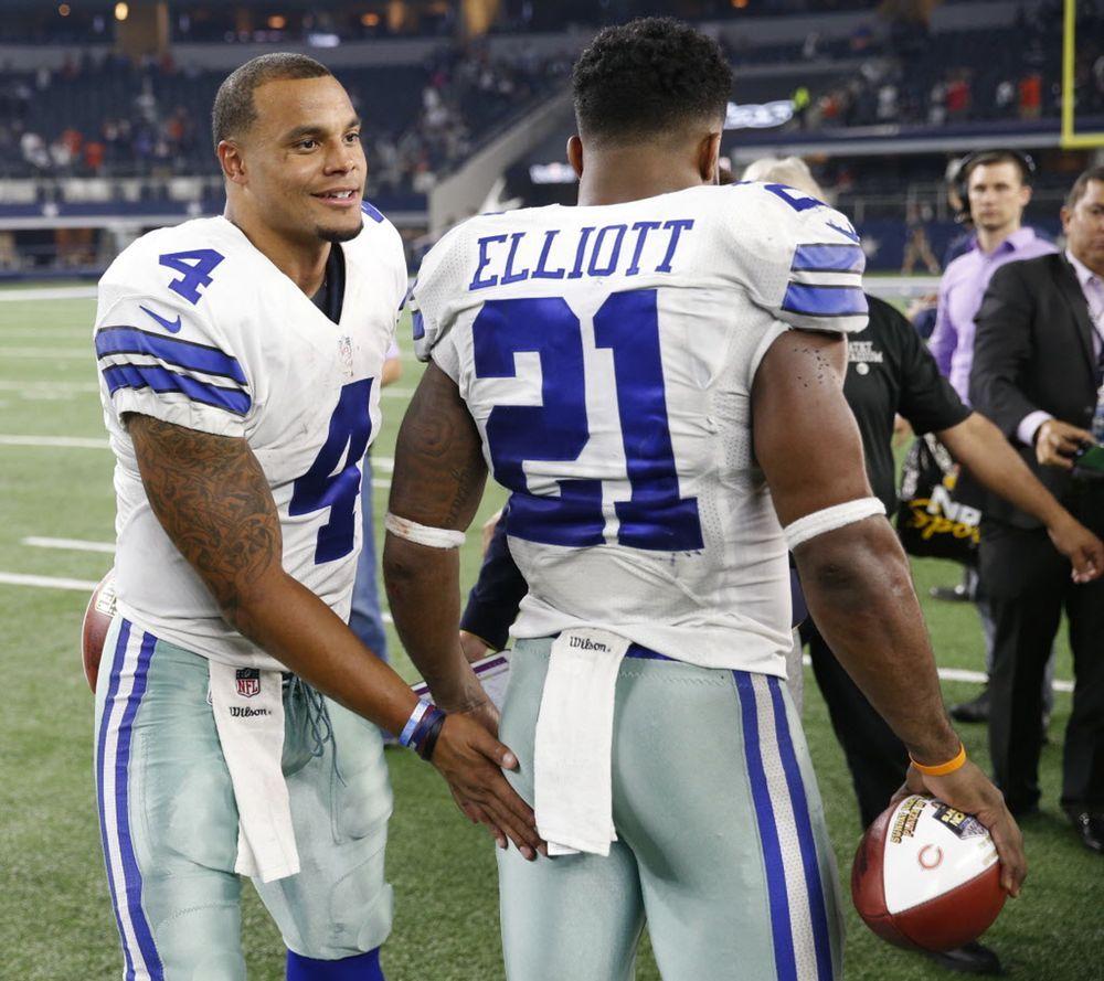 Photos Zeke Leaps Over Bears Cole Beasley Destroyed But Gets Revenge Nfl Funny Dallas Cowboys Cowboys Quarterbacks