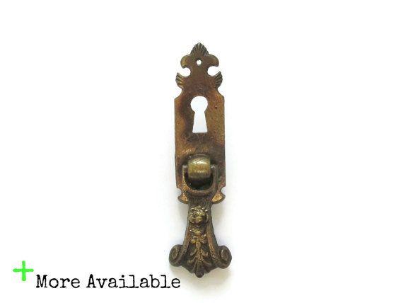 Vintage Ornate Drop Pulls   Single Screw Drawer Knob Or Handle   Small  Brass Tear Drop