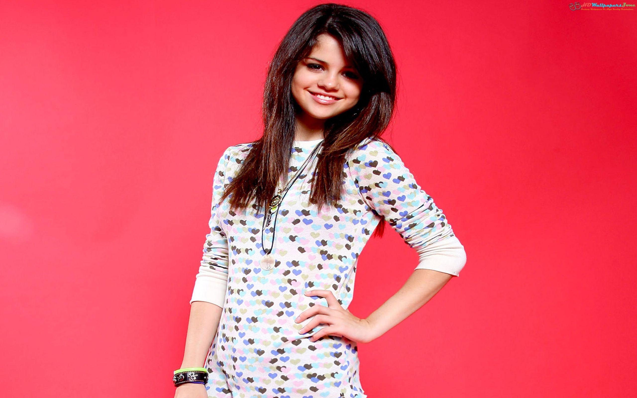 Selena Gomez Cute HD Wallpaper #1 only at http://www.hdwallpaperszone