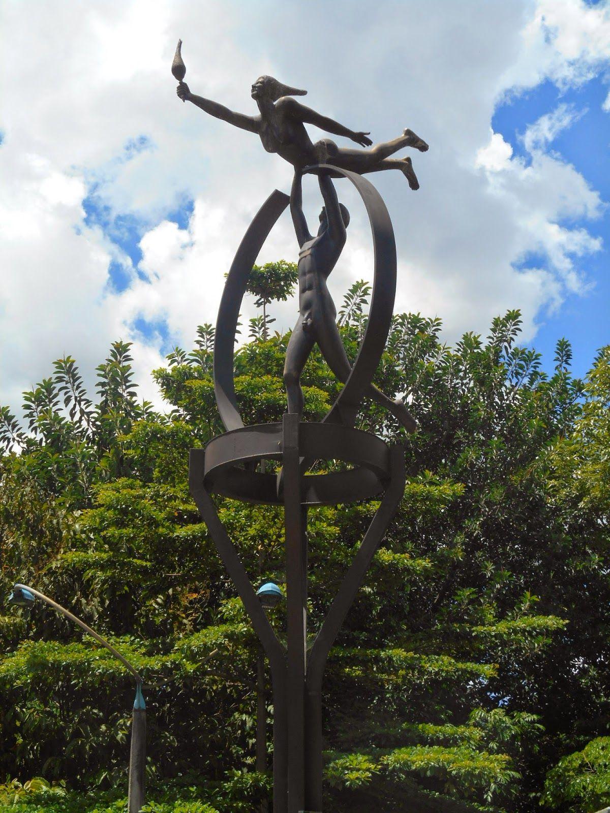 Monumento al deporte Autor: Fannor Hernández Material: Fundición de hierro y bronce Ubicación: Carrera 70 x calle 43 D 2003. Esculturas de Colombia: septiembre 2014