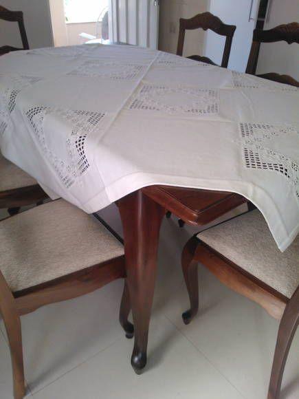 Toalha+branca+bordada+com+ponto+Hardanger,+no+tecido+Canimo+Grosso,+quadrada++medindo+1,43x1,43 R$ 700,00