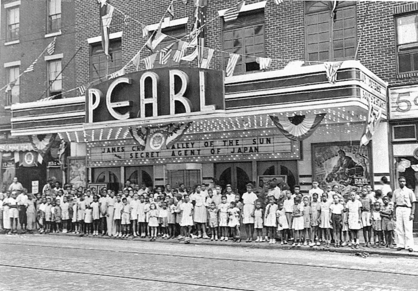In The Early 1900s The Pearl Theater Located At Ridge