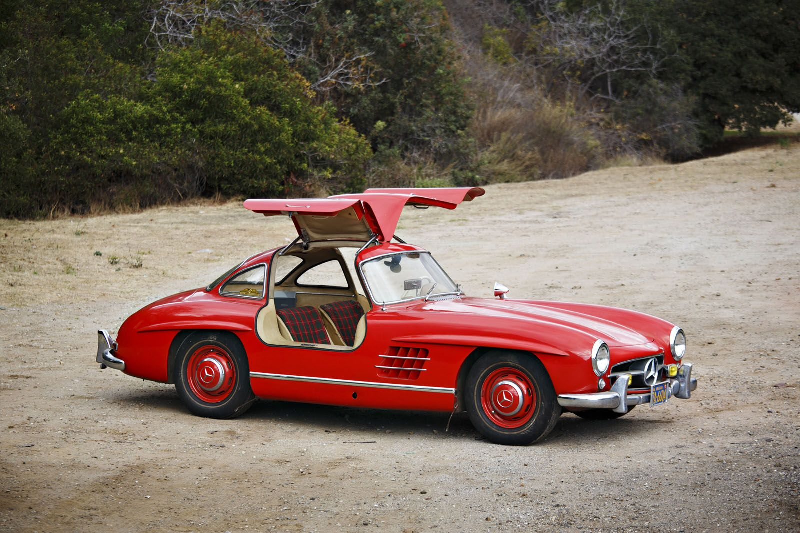 Find Your The Classic Sports Car Of Your Dreams In Arizona Carscoops Classic Sports Cars Mercedes Benz 300 Sports Car