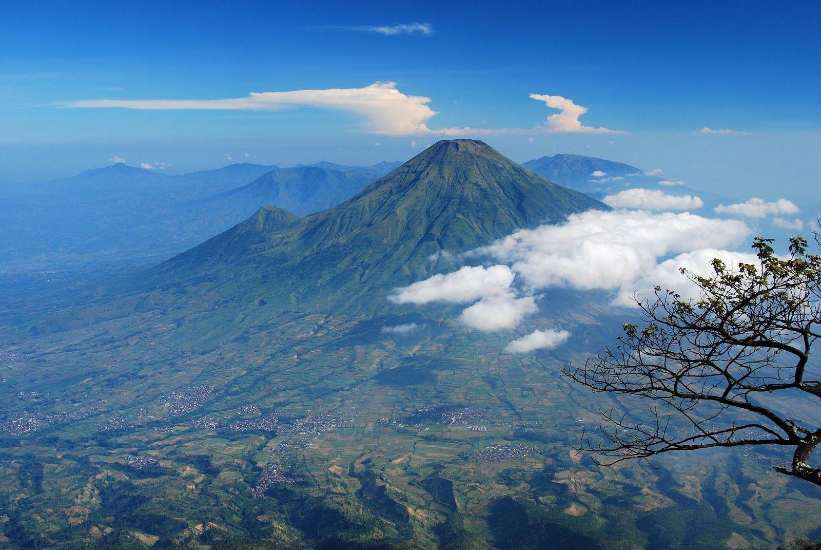 Gunung Slamet Merupakan Gunung Berapi Tertinggi Di Jawa Tengah Gunung Ini Berada Di Batas 5 Kabupaten Brebes Banyumas Puba Pemandangan Lanskap Gunung Berapi