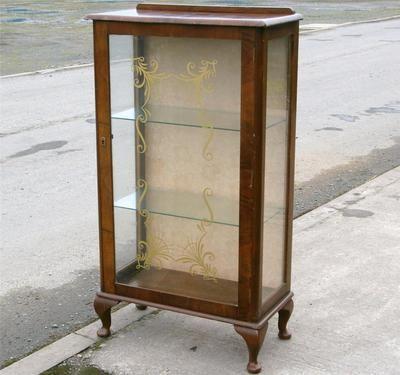 RETRO VINTAGE WALNUT VENEER GLASS CABINET SHELVES QUEEN ANN LEGS. | eBay - RETRO VINTAGE WALNUT VENEER GLASS CABINET SHELVES QUEEN ANN LEGS