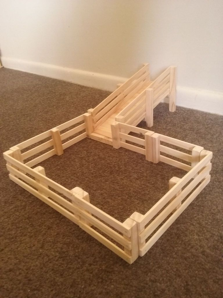 cattle loading ramp with fences set | papa making projects