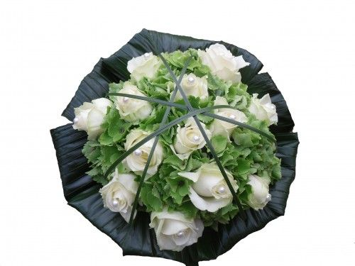 bruidsboeket met witte rozen en hortensia