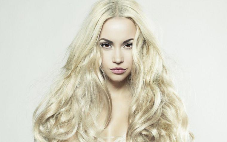 Acconciature capelli biondi mossi