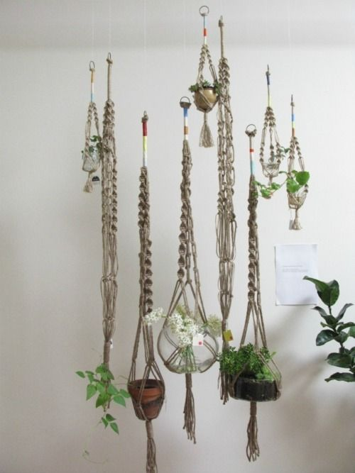 macrame plant hangers - My mom and I would take classes to learn how - planta de azotea