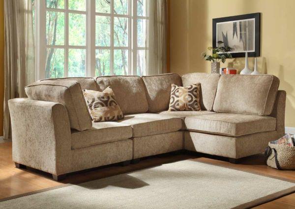 wohnzimmer sisalteppich beiges sofa dekoartikel hellgelbe wände - wohnzimmer braun beige modern