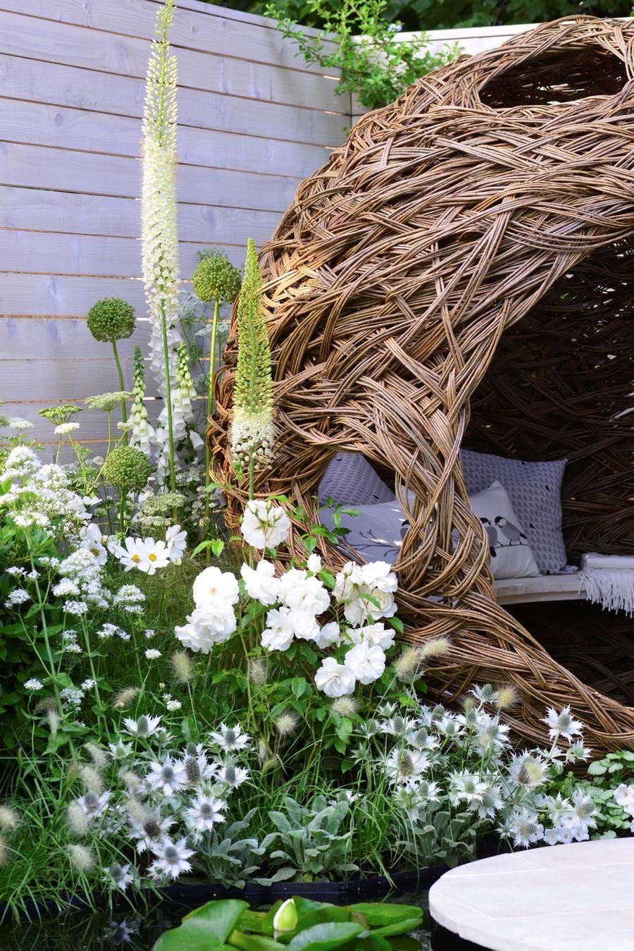 Un Jardin De Fleurs Blanches Fleur Jardin Fleurs Blanches Jardins Blancs