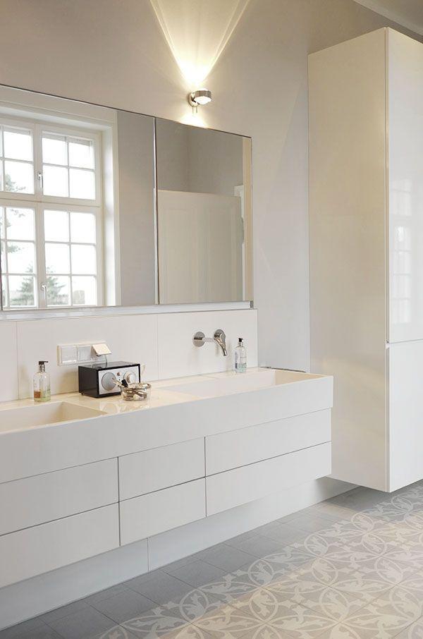 Graue Fliesen Fürs Badezimmer Grau Ist Eine Moderne Und
