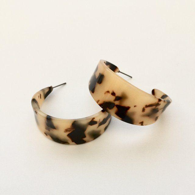 Gorgeous Black And White Tortoiseshell Hoop Earrings Jewelery