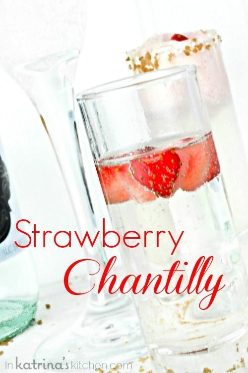 Strawberry Chantilly Cocktails with mini heart-shaped strawberries #valentinesday #heart #cocktails