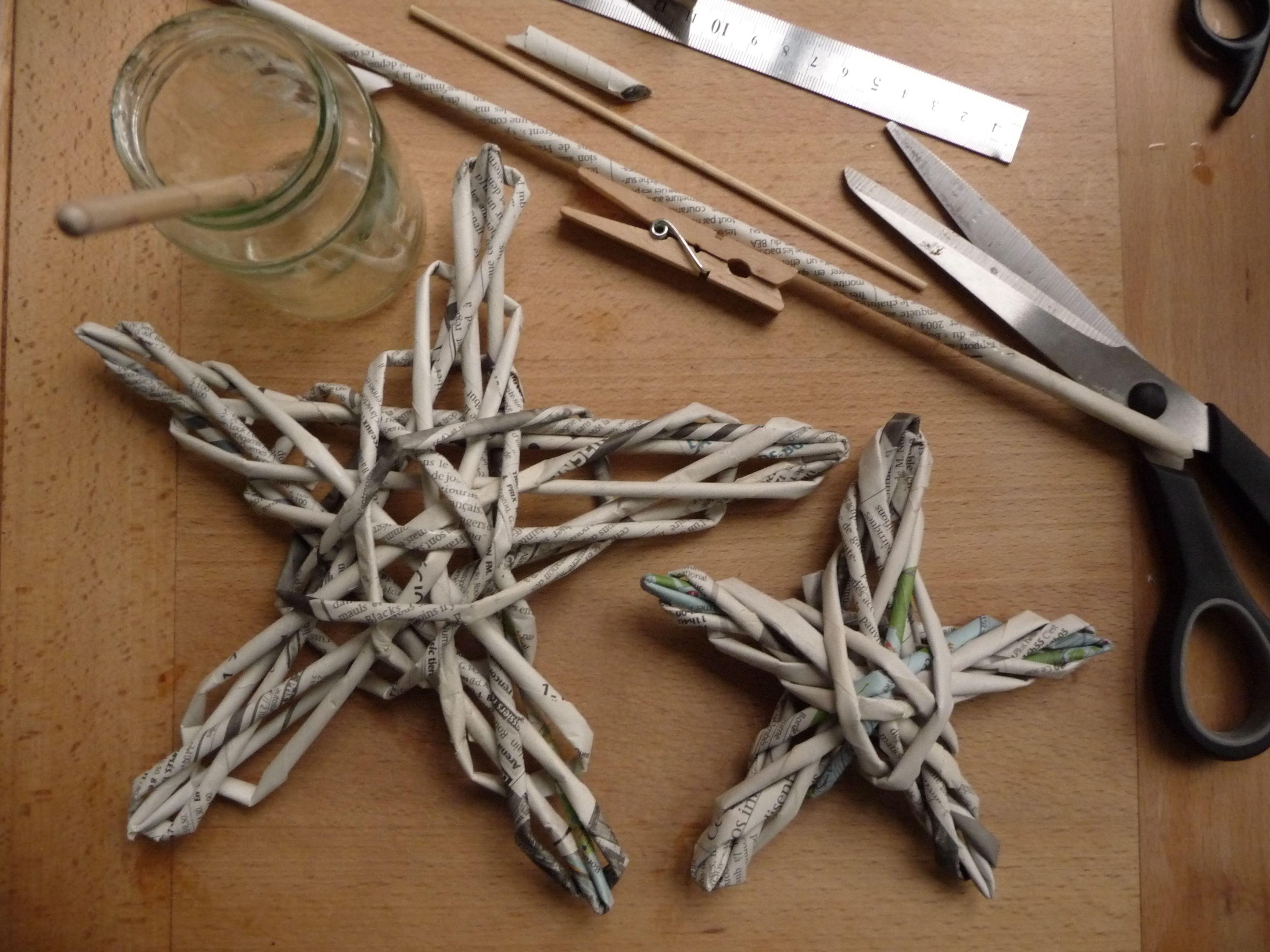 Fabriquer Sapin De Noel En Papier etoiles en papier journal tressé d'après le tuto de