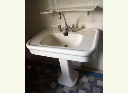lavabo ancien sur colonne salle de bain pinterest lavabo ancien lavabo et ancien. Black Bedroom Furniture Sets. Home Design Ideas