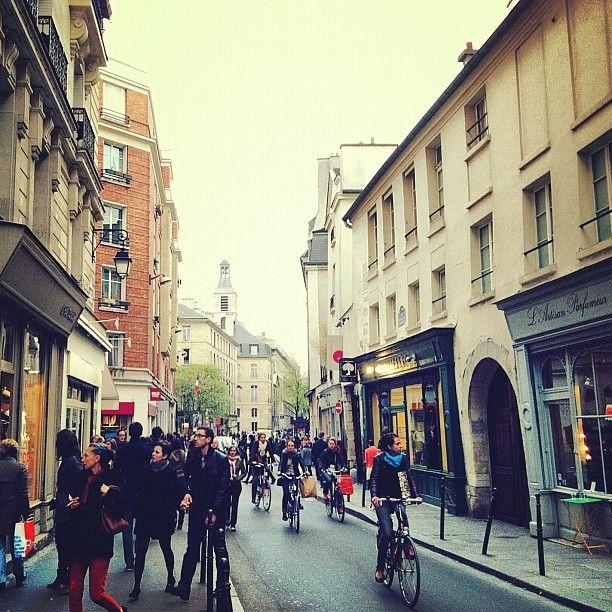 rue vieille du temple good shopping street z paris 3 pinterest wanderlust italy and france. Black Bedroom Furniture Sets. Home Design Ideas