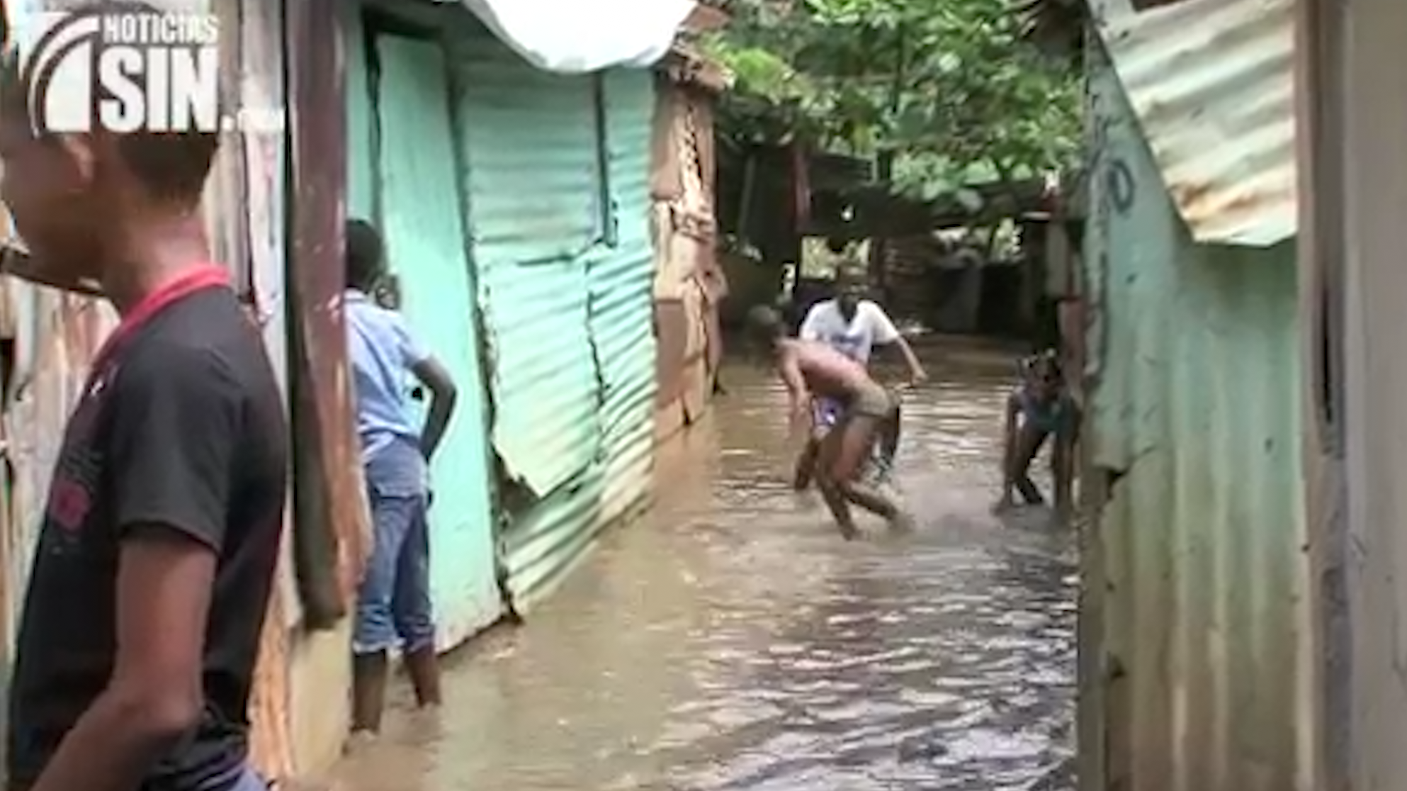 Moradores En Zona De Río Ozama Afectados Por Constantes Lluvias