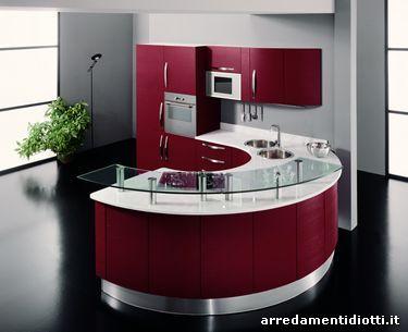 La cucina rotonda Geosfera, in questo caso laccata rossa, con in ...