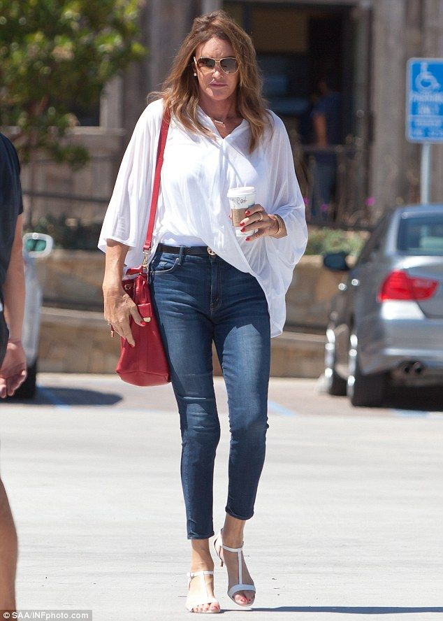 Caitlyn Jenner steps out in skinny jeans