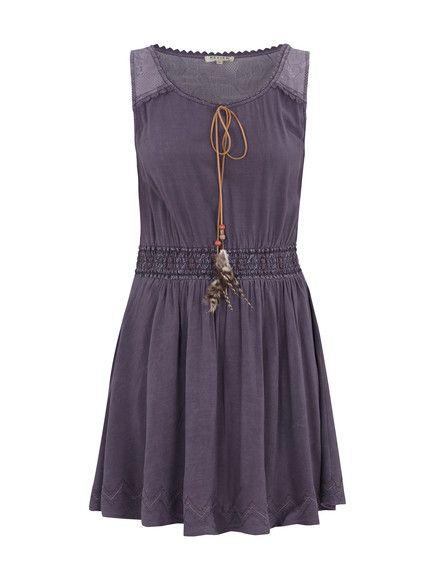 Review: Kleid mit Spitze und Federn