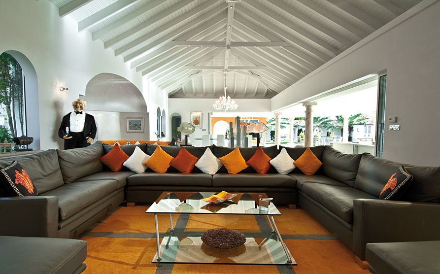 Large Living Room Sofas Design Idea For Sectional Big Space This Sofa Is Complemented By The Small Throw Pillows And Coffee