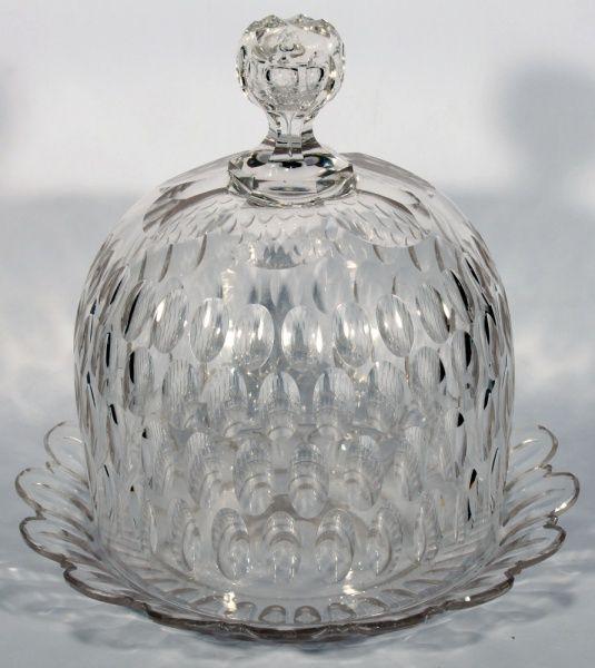 CRISTAL BACCARAT, Queijeira de cristal século XIX com prato, lapidação dedão. Altura 25 cm x 26,5 cm diâmetro.