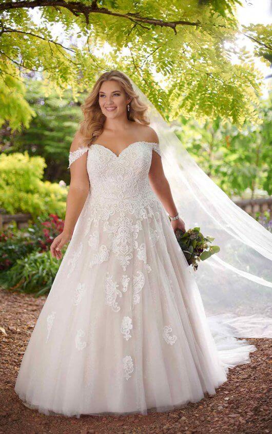 Lace Ballgown Plus Size Wedding Dress Essense Of Australia Wedding Gowns Availab In 2020 Plus Wedding Dresses Ball Gowns Wedding Essense Of Australia Wedding Dresses