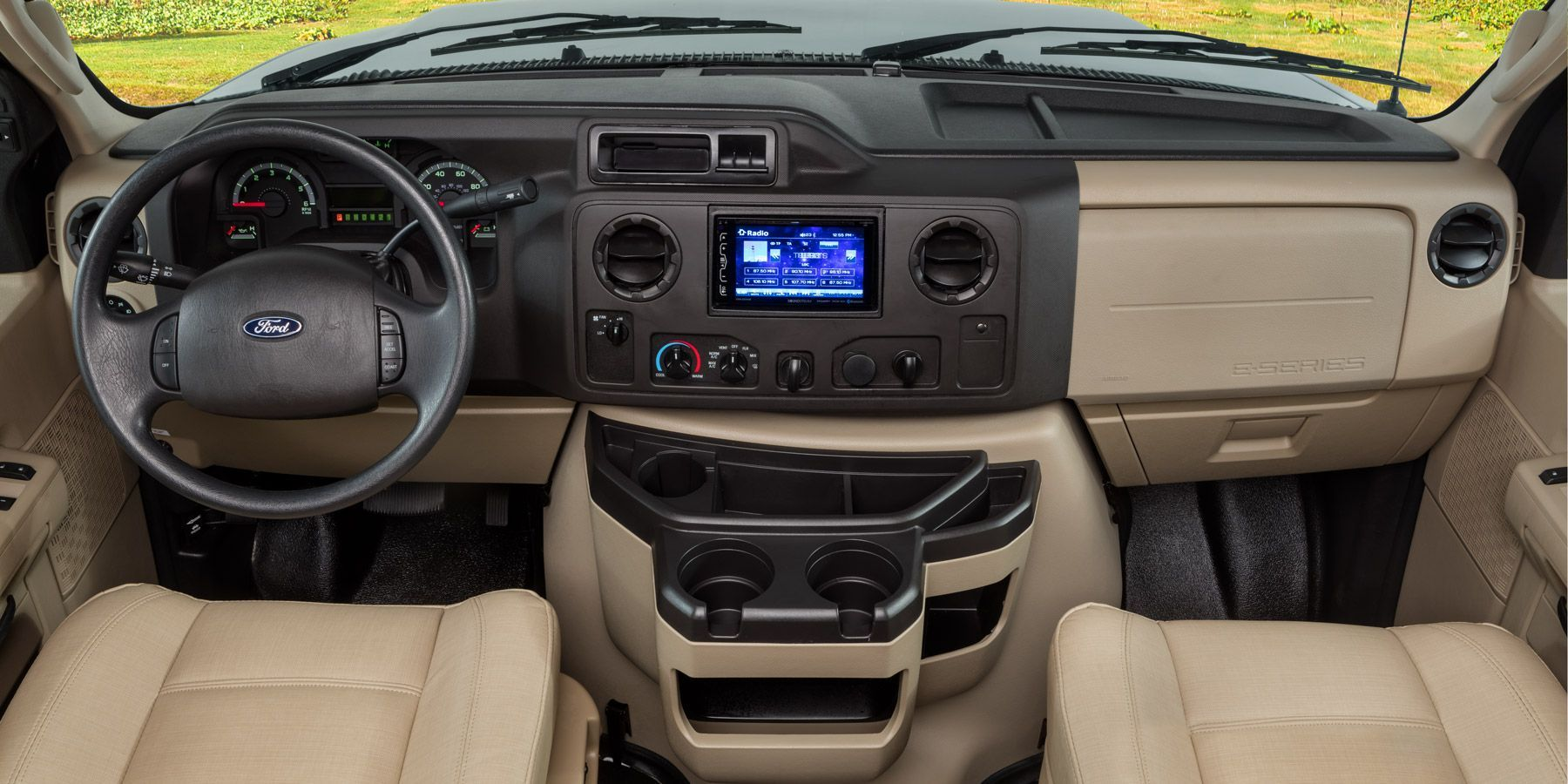Cruise safely and comfortably thanks to power windows