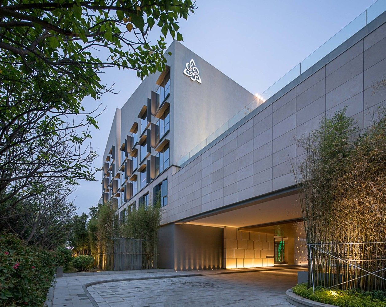 Gallery Of Joyze Hotel Xiamen Curio Collection By Hilton Tanghua Architect Associates 8 Facade Architecture Architect Building Facade