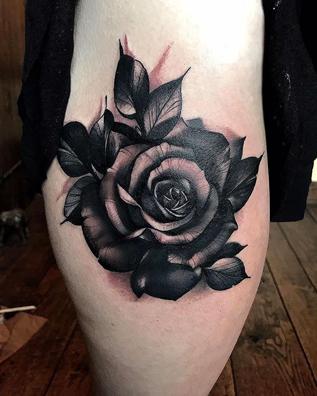 Nenhuma Descricao De Foto Disponivel Dark Roses Tattoo Black Flowers Tattoo Rose Tattoo Cover Up