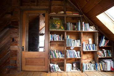 I Love Everything About This Picture The Books The Shelves The Door The Painting The Angled Roof Beautiful Nadia Dole Deco Maison Deco Interieure Maison