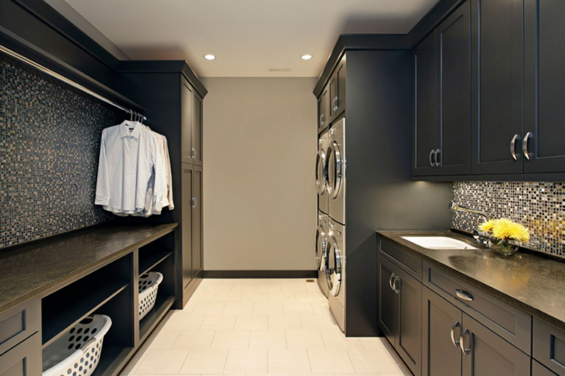 82 Remarkable Laundry Room Layout Ideas for The Perfect Home Drop Zones - homelovers  laundry room  #Drop #Home #homelovers #Ideas #Laundry #Layout #Perfect #Remarkable #Room #Zones