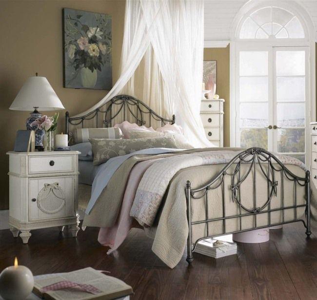 wohnideen für schlafzimmer vintage warme farben bett metallrahmen ...