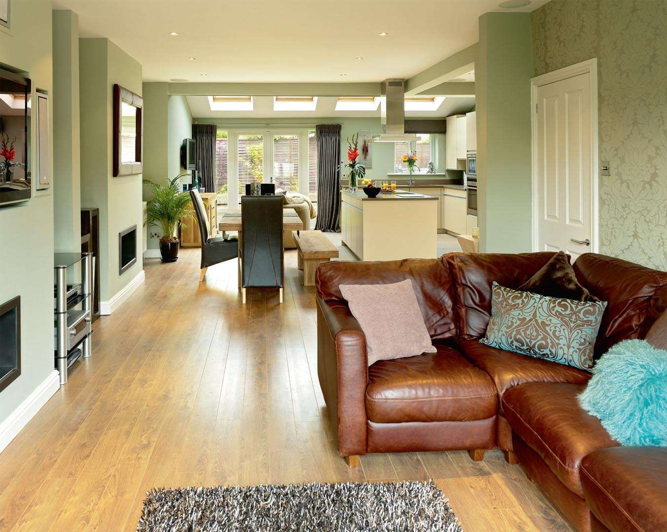 Similar Layout To Current Rooms With Rear Extension Added
