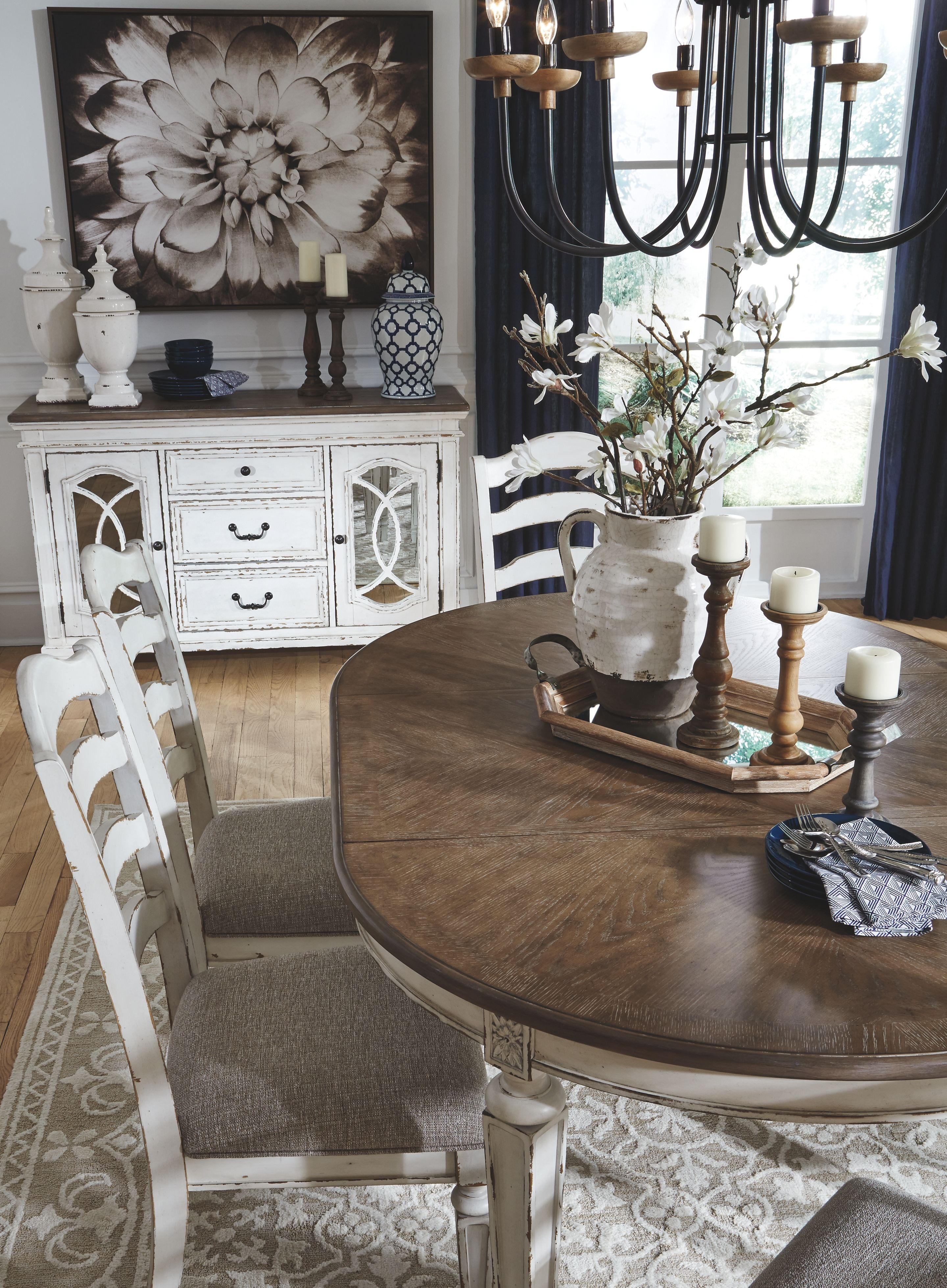 Realyn Dining Room Table Chipped White For The Home Wohnen