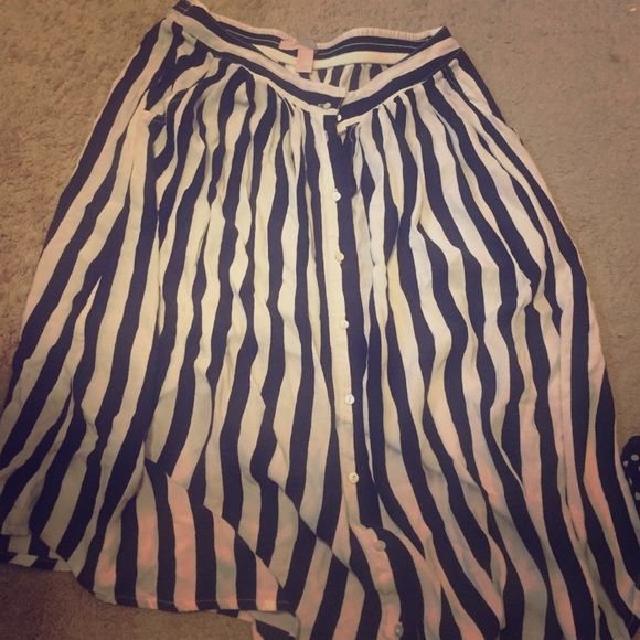 Forever 21 black & white striped skirt Forever 21 black & white striped skirt Forever 21 Skirts Midi