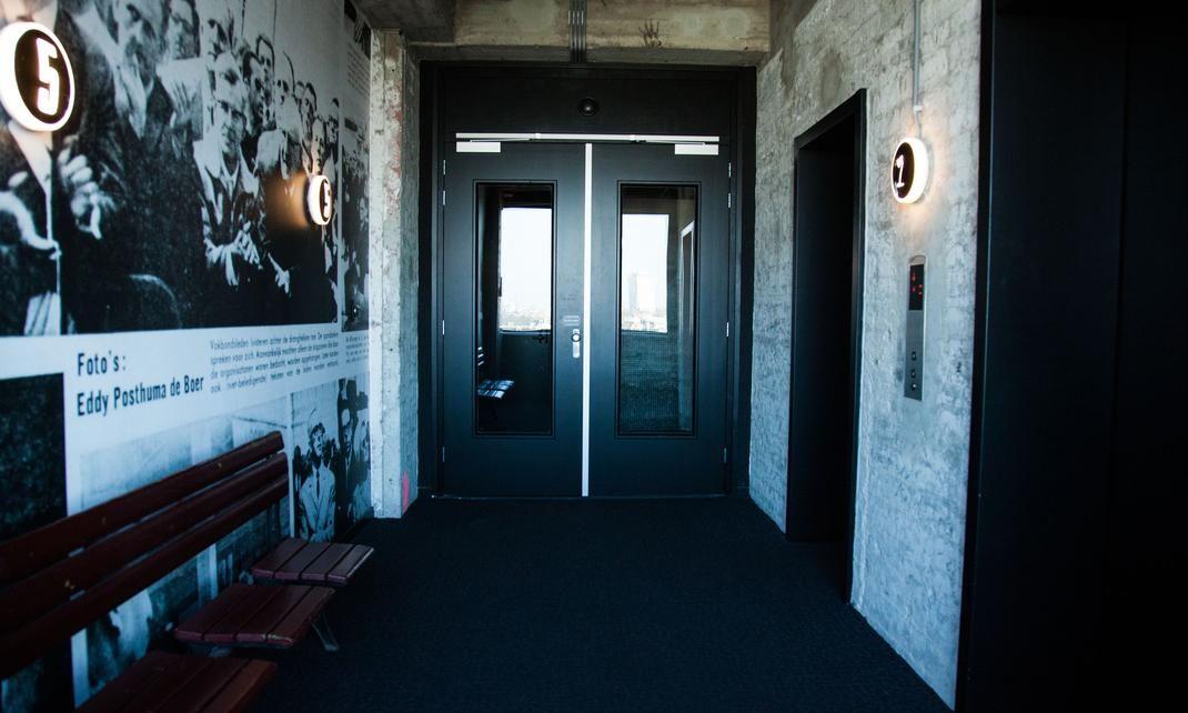 Dans les couloirs du bâtiment du Volkshotel
