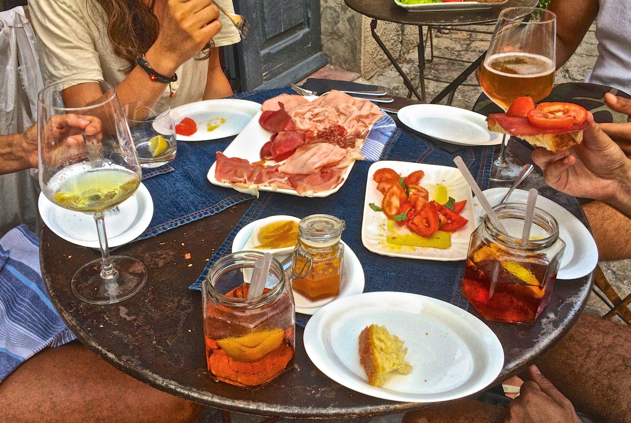 Table à l'Offucina