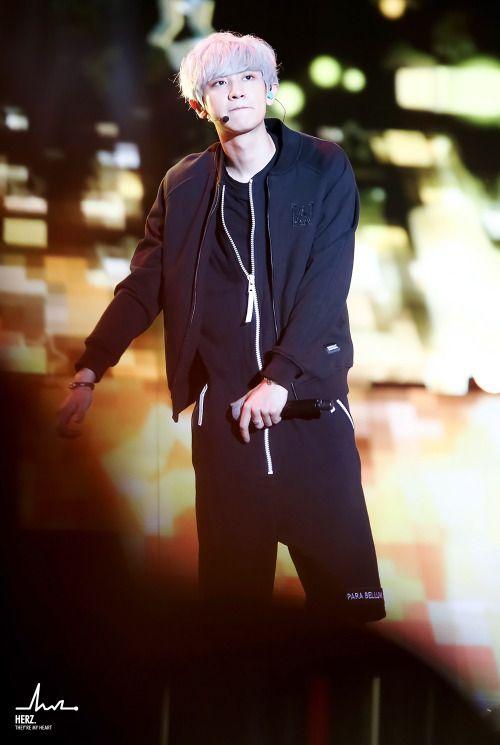Chanyeol - 150524 2015 Lotte Duty Free Family Festival K-pop Concert Credit: Herz. (2015 롯데면세점 패밀리페스티벌 케이팝 콘서트)