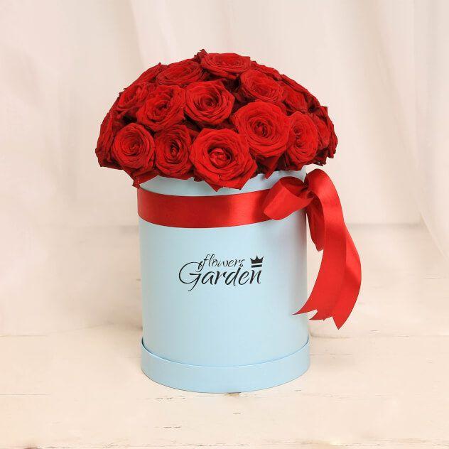Розы красные в коробке