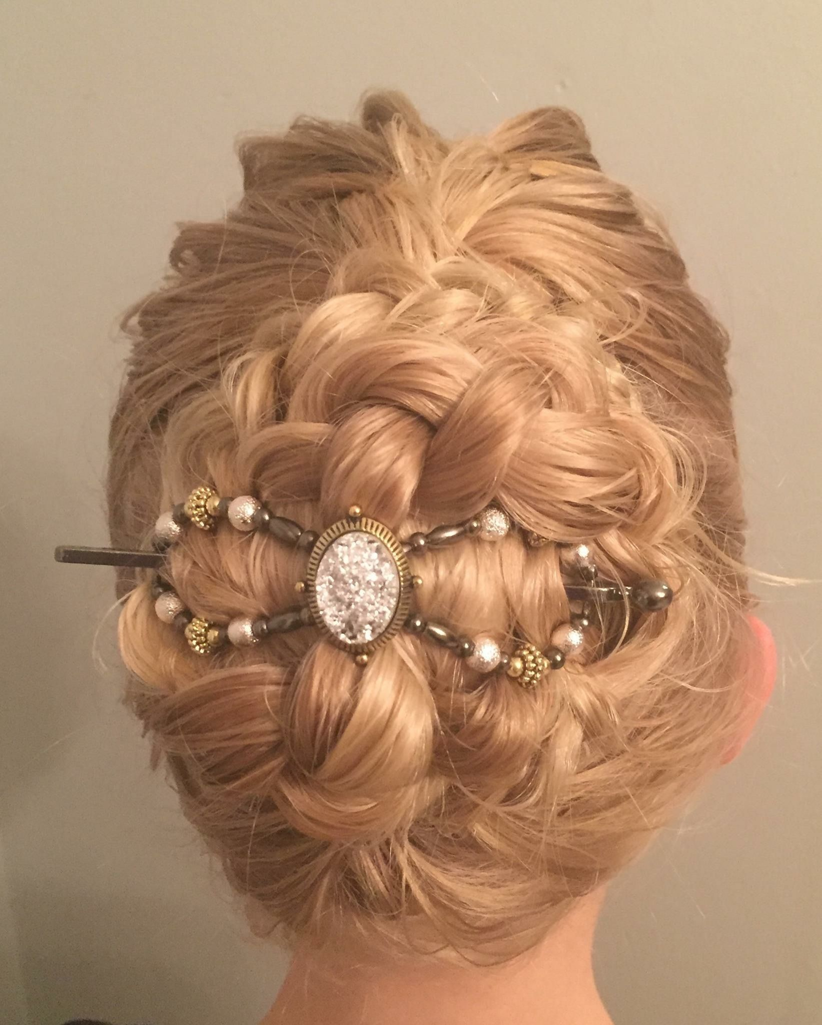 Gorgeous braided bun updo styled with 'Starlight', a bright sparkly flexi  clip from Lilla Rose. Prom hairstyles. Wedding hair. Formal updos. |  Gesicht, Frisuren