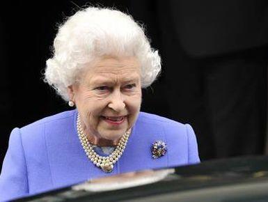 """Për herë të parë në historinë e Mbretërisë së Bashkuar, futbolli do të luhet në kopshtin e famshëm që ka pritur lidera shtetesh ndër shekuj dhe ku janë përcaktuar fate kombesh, luftë e paqe, në atë përpara pallatin të mbretëreshës në """"Buckingham Palace""""."""