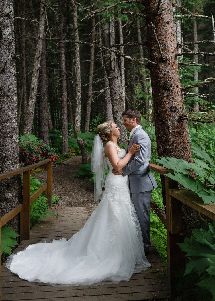 Romantic Outdoor Wedding In Alaska. Alaskan Fairytale
