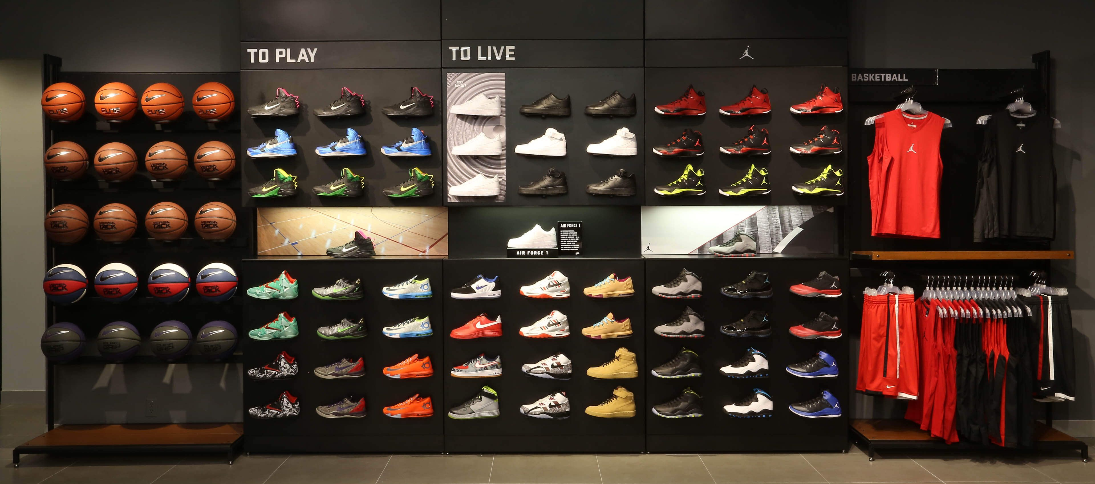 How To Pick The Perfect Athletic Shoes Fytso Magazine Tienda De Zapatos Nike Store Diseño De Tienda De Boutique