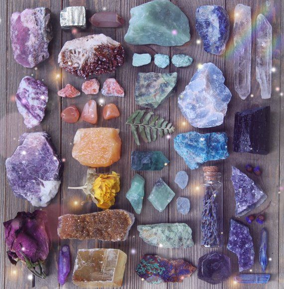 Intuitively Chosen Raw Crystal Set Natural Crystal Collection Rough Crystal Healing Crystals and Stones Geode Bohemian Decor Amethyst #crystalhealing