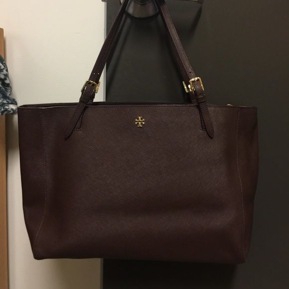 """Tory Burch York Tote Amazing bag! Many interior pockets and a padded middle compartment for a laptop (fits laptops up to 15"""") Color is walnut (dark brown) Tory Burch Bags Totes"""