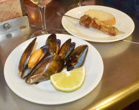 Mussels and pork skewer, El Pulguilla