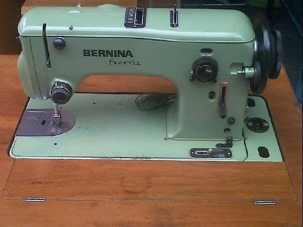 Bernina 540 Favorit in a cabinet | Sewing machine, Vintage ...