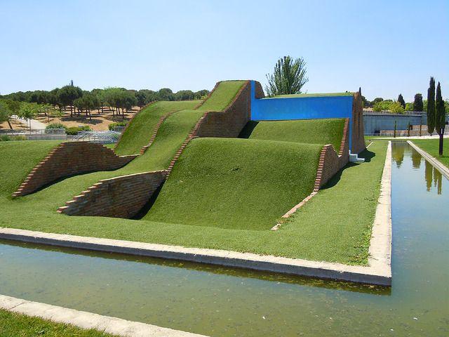 Paisaje Azul De Alexandru C Arghira Las Esculturas Del Parque Juan Carlos I Escultura Tobogan Pensamiento Lateral Agua Son Paisajes Parques Juan Carlos